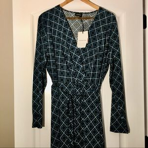 WOMAN'S LONG SLEEVE DRESS